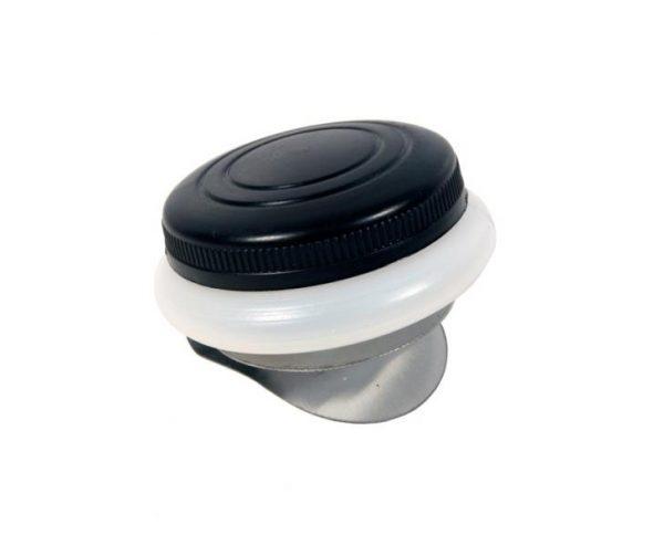 Масленка одинарная, пластиковая с крышкой.